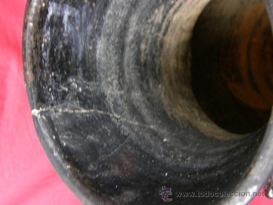 Antigüedades: Jarrón de barro negro con asas circulares y rostro grotesto años 40/50 - Foto 6 - 33416886