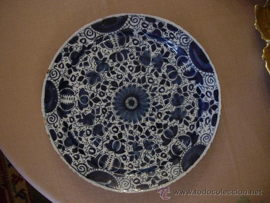 PRATO DECORAÇÃO FLORAL EM FAIANÇA DE DELFT, SEC XVIII (Antigüedades - Porcelana y Cerámica - Holandesa - Delft)