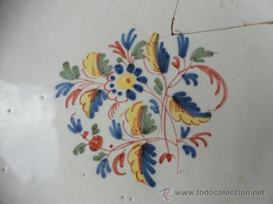 Antigüedades: PRECIOSA Y ANTIGUA PLATA DE CERÁMICA DE ALCORA. - Foto 2 - 33493815