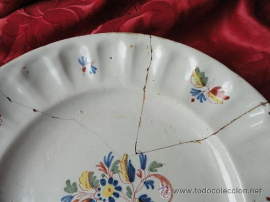 Antigüedades: PRECIOSA Y ANTIGUA PLATA DE CERÁMICA DE ALCORA. - Foto 3 - 33493815