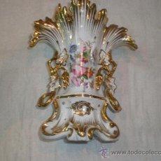 Antigüedades: JARRON EN PORCELANA ISABELINO. Lote 33515012