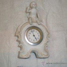 Antigüedades: ANGEL CON RELOJ DE BISCUIT. Lote 33529078