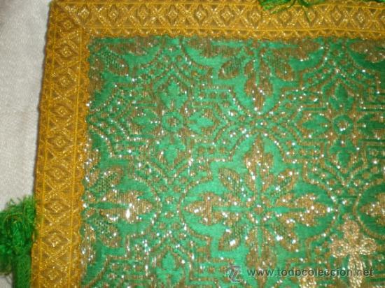 Antigüedades: centro de tela verde bordado en oro - Foto 2 - 33528983