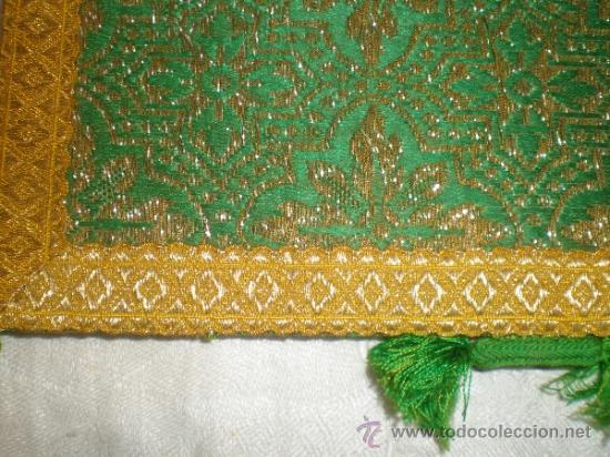 Antigüedades: centro de tela verde bordado en oro - Foto 10 - 33528983