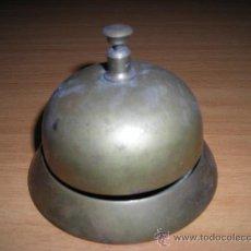 Antigüedades: TIMBRE DE BRONCE FRANCÉS DEL SIGLO XX, DE RECEPCION DE HOTEL. Lote 33535409