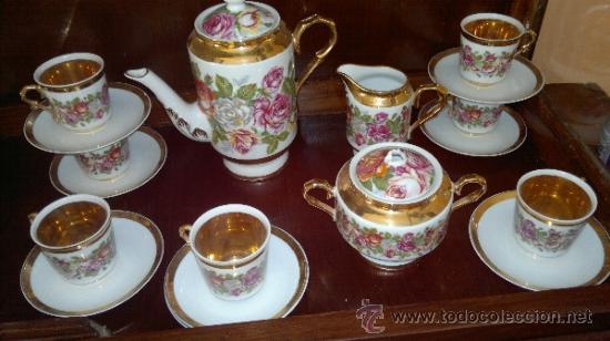 JUEGO DE CAFE ANTIGUO CON MOTIVOS FLORALES Y DETALLES DORADOS (Antigüedades - Porcelanas y Cerámicas - Otras)