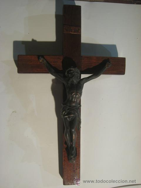 CRUZ MADERA CON CRISTO DE BRONCE (Antigüedades - Religiosas - Crucifijos Antiguos)