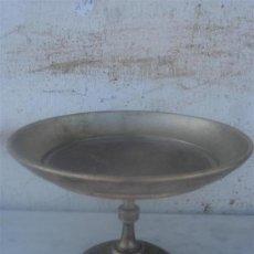 Antigüedades: CENTRO DE MESA DE BRONCE REPUJADA. Lote 33545811