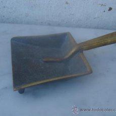 Antigüedades: CENICERO RECOGEDOR DE BRONCE. Lote 33545877