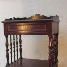 Antigüedades: MESILLA EN MADERA. Lote 33623506