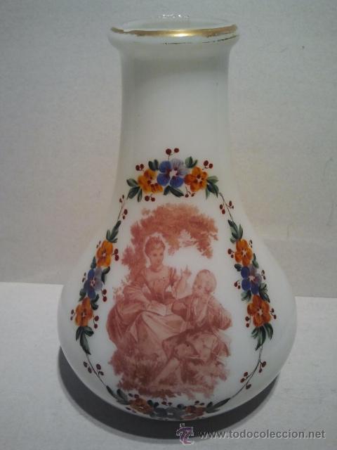 Antigüedades: Florero de opalina. Escena músical estampada, guirnalda de flores y filete dorado. Pola y Cia Gijón. - Foto 2 - 33638437