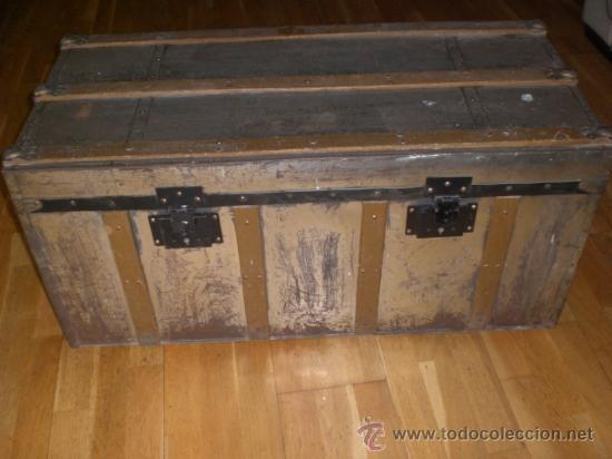 ANTIGUO BAUL DE MADERA FORRADO CON METAL. . (Antigüedades - Muebles Antiguos - Baúles Antiguos)