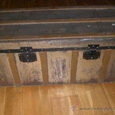 Antigüedades: ANTIGUO BAUL DE MADERA FORRADO CON METAL. .. Lote 33644542