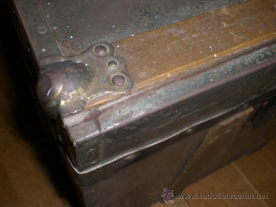 Antigüedades: ANTIGUO BAUL DE MADERA FORRADO CON METAL. . - Foto 2 - 33644542