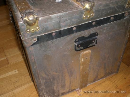 Antigüedades: ANTIGUO BAUL DE MADERA FORRADO CON METAL. . - Foto 7 - 33644542