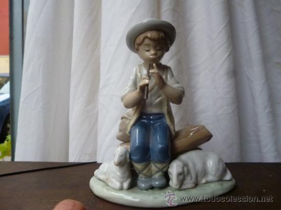 FIGURA PASTORIL (Antigüedades - Porcelanas y Cerámicas - Lario)