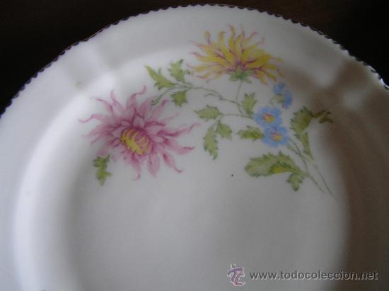 Antigüedades: Conjunto de dos platitos con decoraciones florales y filete dorado. Hispania. - Foto 5 - 33654884