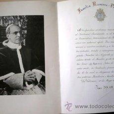 Antigüedades: PAPA PIO XII, GRAN FOTO-DOCUMENTO DEL VATICANO FIRMADO POR EL PAPA A MANO O EN SELLO, AÑO 1952. Lote 33669232