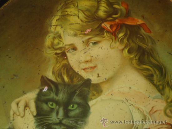 Antigüedades: Bandeja modernista publicitaria con Niña y gato muy antigua - Foto 2 - 33674407