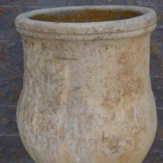 Oggetti Antichi: TINAJA ANTIGÜA DE BARRO -S. XIX-. EN . 61 CMS DE ALTURA Y BOCA ASIMÉTRICA (40,5X39 CMS). Lote 152833377