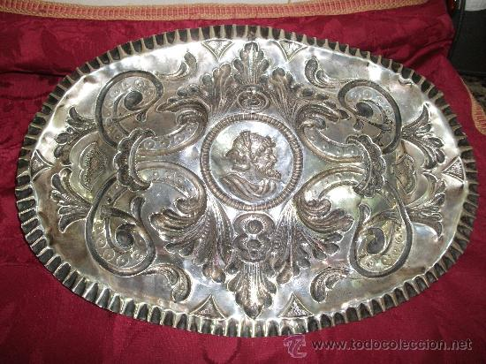 Antigüedades: Bandeja repujada en plata S,XIX - Foto 2 - 33694874