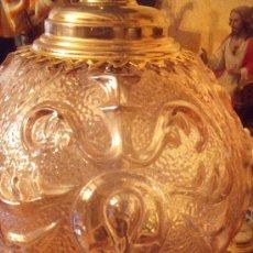 Antigüedades: ANTIGUA LAMPARA DE GLOBO MODERNISTA CON CRISTAL TALLADO DE COLOR CARAMELO. Lote 33725248