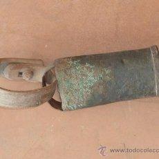Antigüedades: ANTIGUO CENCERRO CON SU MADERA ORIGINAL. Lote 33726004