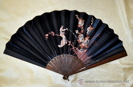 ESPECTACULAR ABANICO CON VARILLAJE EN MADERA Y PAIS PINTADO SOBRE SEDA. CIRCA 1900 (Antigüedades - Moda - Abanicos Antiguos)