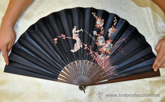 Antigüedades: ESPECTACULAR ABANICO CON VARILLAJE EN MADERA Y PAIS PINTADO SOBRE SEDA. CIRCA 1900 - Foto 2 - 33726684