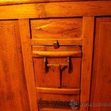 Antigüedades: ESCAÑO ANTIGUO DE PINO. Lote 33751436