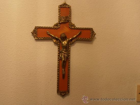 CRUCIFIJO DE BAQUELITA CON CRISTO DE BRONCE (Antigüedades - Religiosas - Cruces Antiguas)
