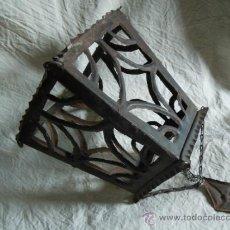 Antigüedades: CARCASA ANTIGUA DE FAROL REALIZADA CON CHAPA TROQUELADA. Lote 33779708