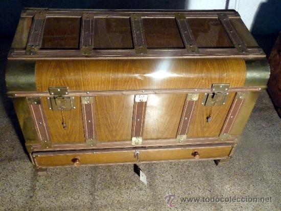 Ba l madera antiguo con caj n y llaves higinio comprar for Baul madera barato