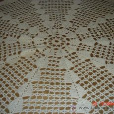 Antigüedades: TAPETE HECHO A MANO DE GANCHILLO, BLANCO, REDONDO 75 CTMS., BIEN CONSERVADO. Lote 34211421