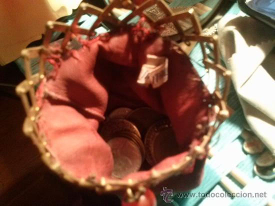 Antigüedades: Antiguo monedero tipo bolsa; terciopelo color vino; cierre tipo malla metálica extensible... - Foto 3 - 51380431