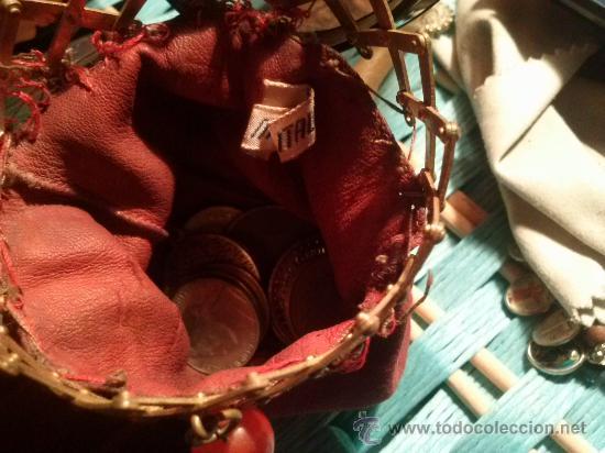 Antigüedades: Antiguo monedero tipo bolsa; terciopelo color vino; cierre tipo malla metálica extensible... - Foto 4 - 51380431