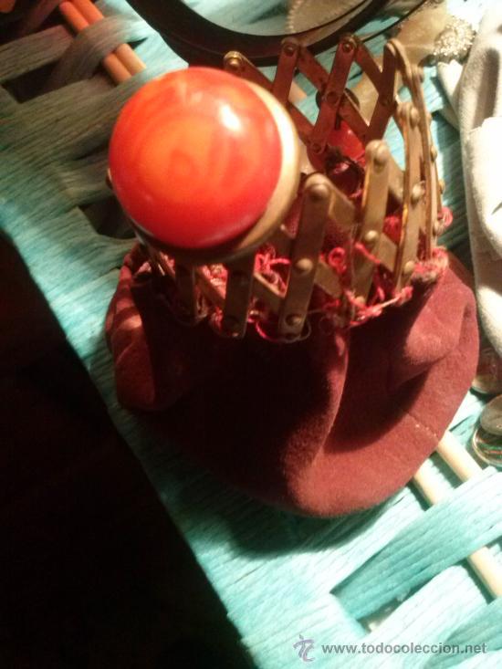 Antigüedades: Antiguo monedero tipo bolsa; terciopelo color vino; cierre tipo malla metálica extensible... - Foto 9 - 51380431