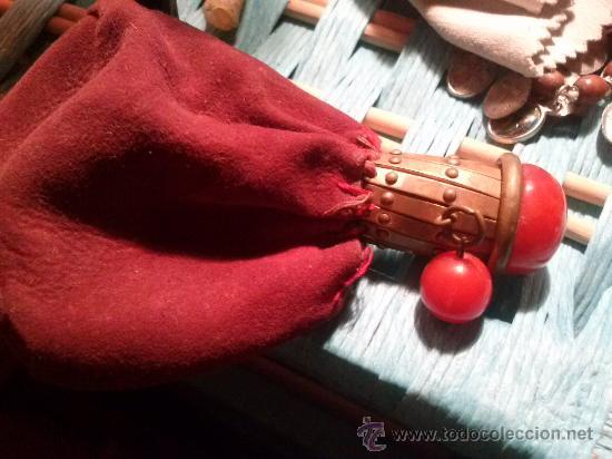 Antigüedades: Antiguo monedero tipo bolsa; terciopelo color vino; cierre tipo malla metálica extensible... - Foto 12 - 51380431