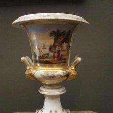 Antigüedades: JARRÓN EN PORCELANA VIEJO PARÍS SIGLO XIX. Lote 33842359