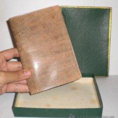 Antiquités: CARTERA DE PIEL DE SERPIENTE (100% AUTENTICA) - AÑOS 50 - CONSERVA LA CAJA (SIN ESTRENAR). Lote 33851443