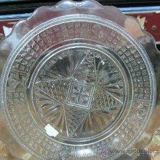 Antigüedades: GRAN PLATO DE CRISTAL DE CARTAGENA PRENSADO. Lote 33899494