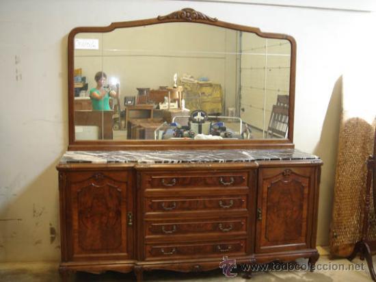 Aparador de comedor antiguo de madera con sobr comprar for Aparadores con espejo