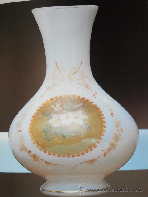 Antigüedades: Florero de opalina. Escena músical estampada, guirnalda de flores y filete dorado. Pola y Cia Gijón. - Foto 3 - 33638437