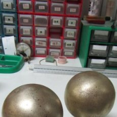 Antigüedades: PARAJE DE BOLAS DORADAS DE BRONCE PARA REMATE DE ESCALERAS.. Lote 33983540