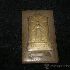 Antigüedades: ANTIGUO SAGRADO CORAZON EN PLATA DORADA, SOBRE BASE. SELLO TRASERO MILAN 1913.. Lote 34072482