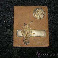 Antigüedades: ANTIGUA IMAGEN RELIGIOSA EN PLATA DORADA SOBRE BASE, SELLO TRASERO MILAN 1913. Lote 34072501