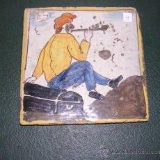 Antigüedades: ANTIGUO AZULEJO DE ARTS I OFICIS S.PRINCIPIO S. XIX MARINERO FUMANDO UNA PIPA NO REPRODUCCION . Lote 34013245