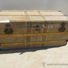 Antigüedades: BAUL DE VIAJE DE MADERA FORRADO DE TELA CON ASAS LATERALES, IDEAL DECORACIÓN.. Lote 34074959