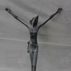 Antigüedades: FIGURA DE JESUS EN METAL DE UNA PIEZA. CON AGUJEROS DE ANCLAJE.. Lote 34113088