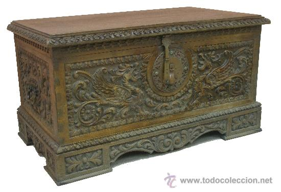 Magnifico antiguo arc n tallado madera alcanfor comprar for Herrajes muebles antiguos